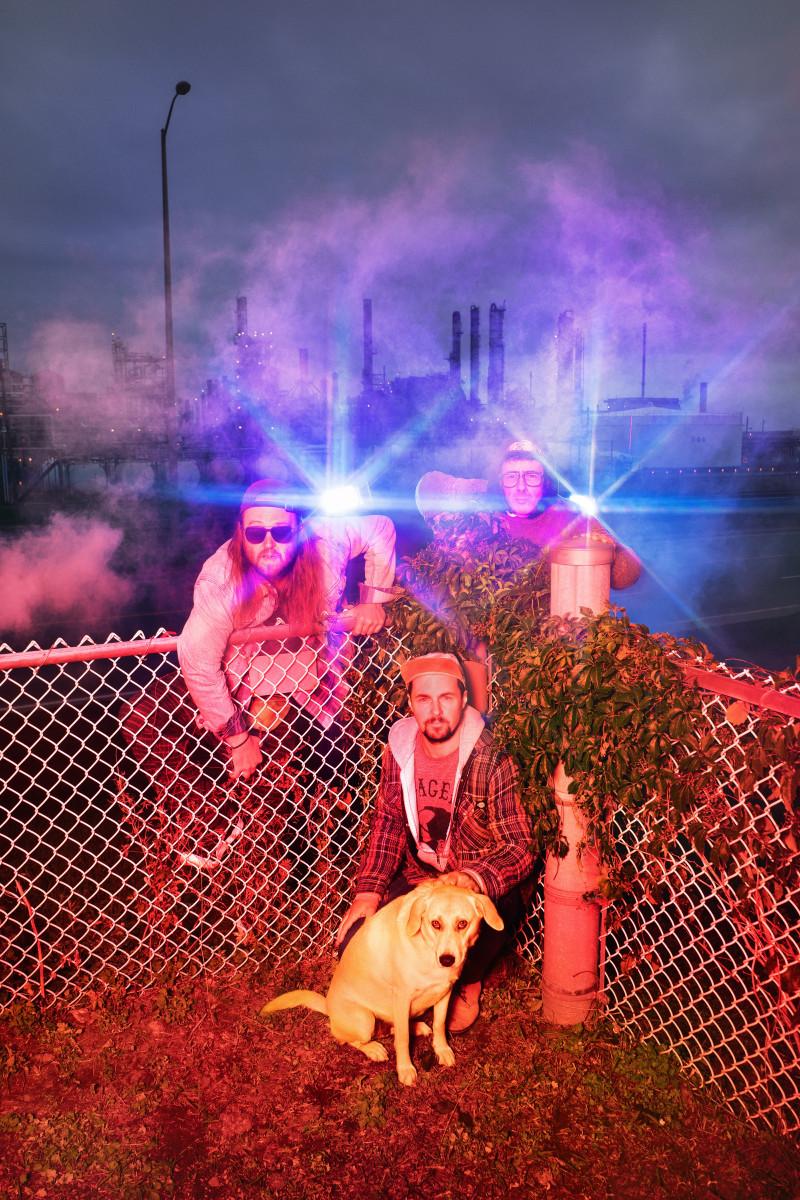 Misc chien clôture rouge